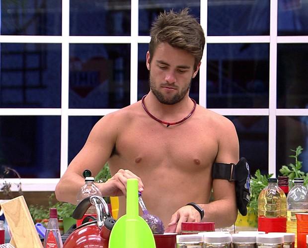 Rafael Cozinhando 07 (Foto: BBB/Gshow)