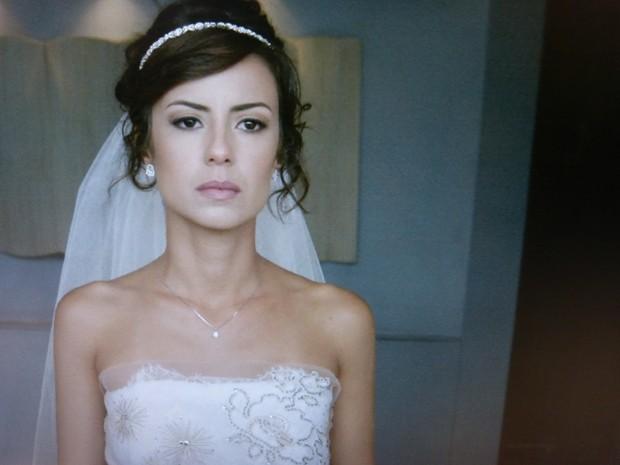 Maria Clara se recompõe e diz que não vai derramar lágrimas por Enrico (Foto: Gshow)