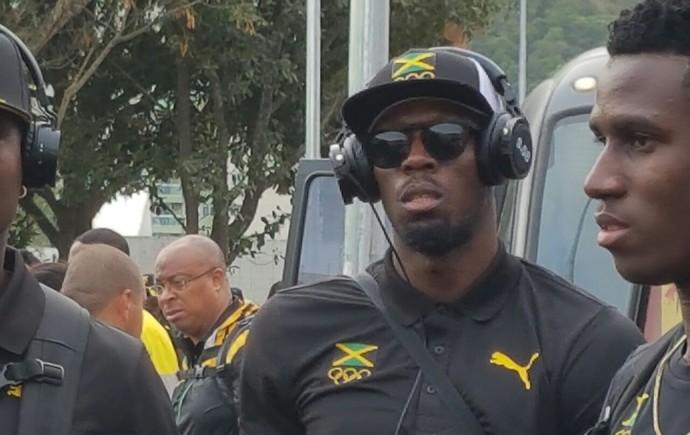 Bolt chega na Vila (Foto: Helena Rebello)
