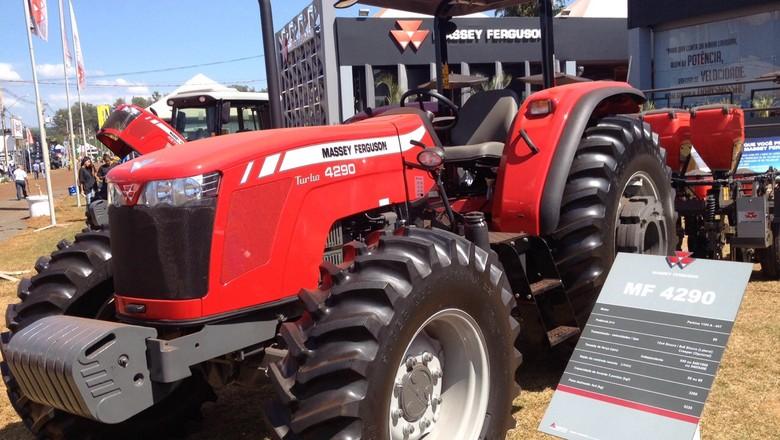 trator-massey-ferguson-máquina-agrícola-agrishow-2015 (Foto: Editora Globo/ Valter Silva)