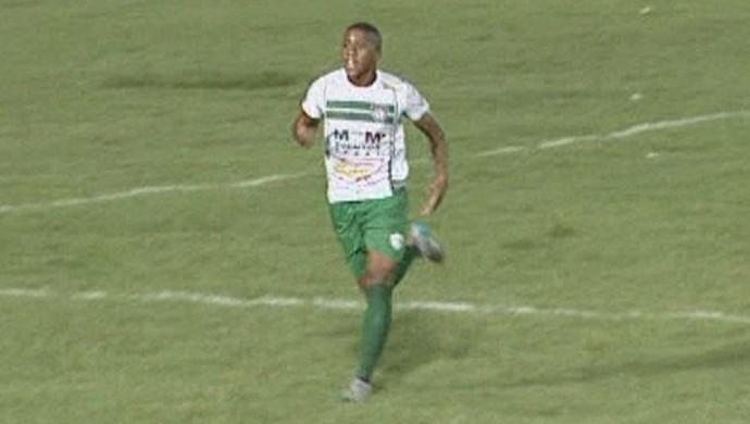Matheus comemora o terceiro gol no campeonato (Foto: reprodução rede amazônica rr)
