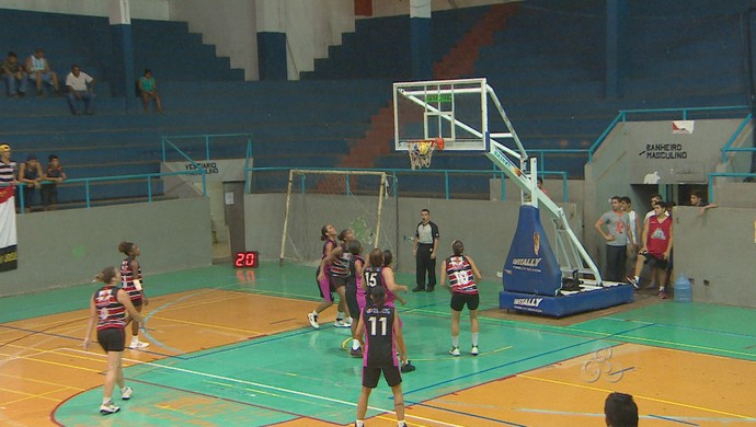 São José vence o Máster na primeira partida do play off de basquete, no AP (Foto: Reprodução/TV Amapá)