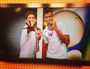 Felipe Ribeiro, ao lado de Matheus Santana, nos estúdios da TV Tribuna (Foto: Reprodução / Facebook)