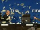 Comediante entra disfarçado de jornalista em coletiva da FIFA