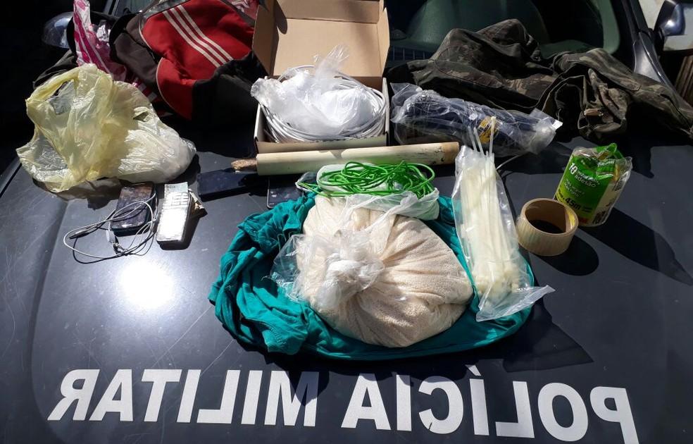 Material explosivo e roupas camufladas foram encontradas durante operação em São Gonçalo do Amarante. (Foto: Divulgação / PM)