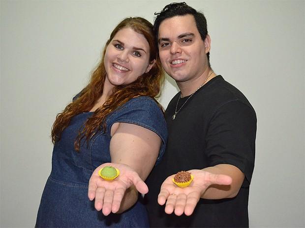 O casal de Ribeirão Preto quer passar a lua de mel em Cancun, no México (Foto: Amanda Pioli/G1)