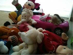 Brinquedos doados são distribuídos para crianças carentes (Foto: Cláudio Nascimento/ TV TEM)