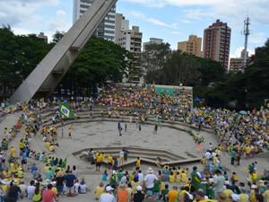 Manifestação por impeachment no Centro de Convivência em Campinas (SP) (Foto: Marina Ortiz/ G1)