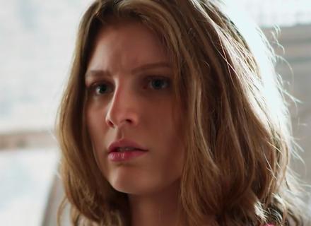 Teaser: Juliana sente ciúmes ao ver Lucas e Belinha