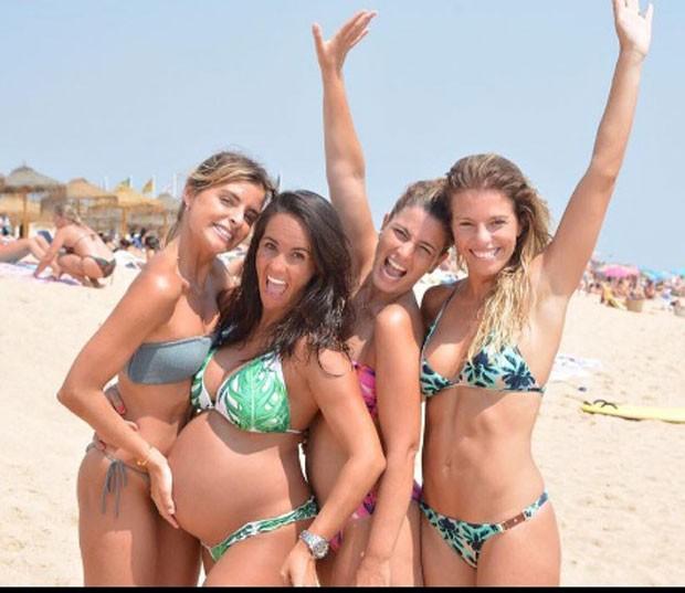 Francisca com amigas na praia (Foto: Reprodução Instagram)