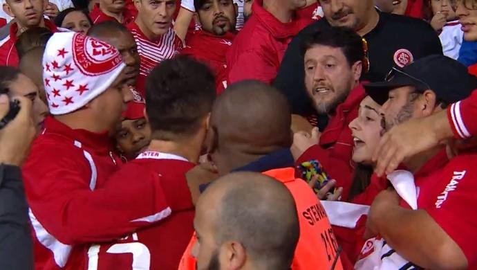 Alex discute com torcedor no Beira-Rio (Foto: Reprodução / SporTV )