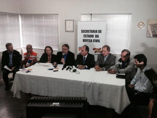 Coletiva de imprensa com o ministro da Integração Nacional, o secretário Nacional da Defesa Civil e o secretário estadual da Defesa Civil (Foto: João Salgado/RBS TV)