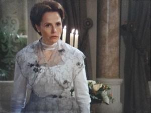 Margarida fica indignada (Foto: Lado a Lado/Tv Globo)