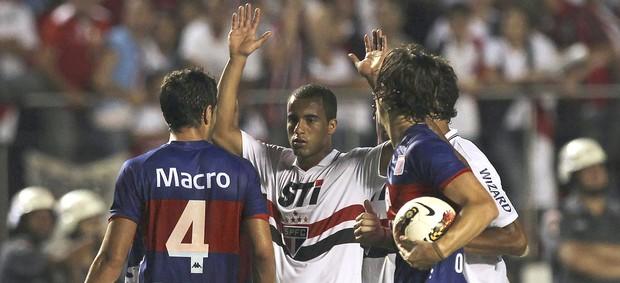 Lucas, São paulo e Tigres (Foto: Agência Reuters)