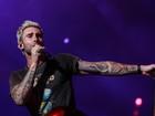 Adam Levine canta 'Garota de Ipanema' em show do Maroon 5