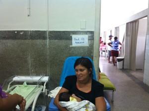 Corredor recebe identificação de enfermaria (Foto: Caroline Holder/ G1)