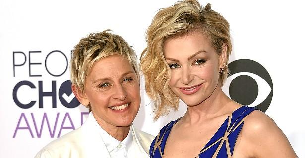 E, como nem só de homens vivem o amor e o desejo das mulheres, vale lembrar: a apresentadora Ellen DeGeneres, de 56 anos, é casada desde 2008 com a atriz australiana Portia de Rossi, de 41. Ambas fazem aniversário no fim de janeiro. (Foto: Getty Images)