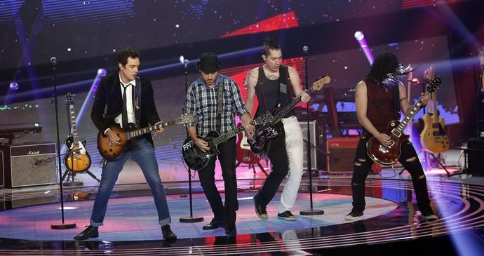 Tio Che, banda do ator Sergio Guizé, mostra seu som no palco do SuperStar (Foto: Isabella Pinheiro/Gshow)
