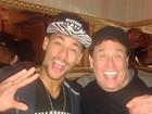 Neymar posa com Sérgio Mallandro em foto divertida fazendo 'gluglu'