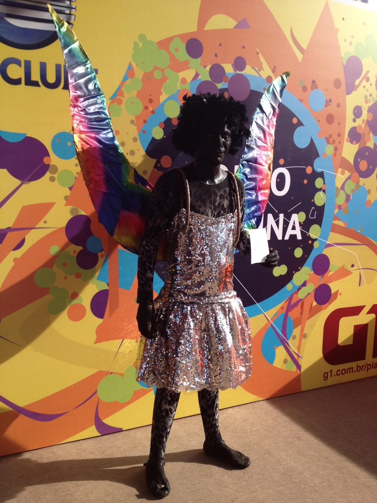 Edson Reis foi criativo e se fantasiou de Anjo Negro para brincar no Corso de Teresina. (Foto: Patrícia Andrade/G1)