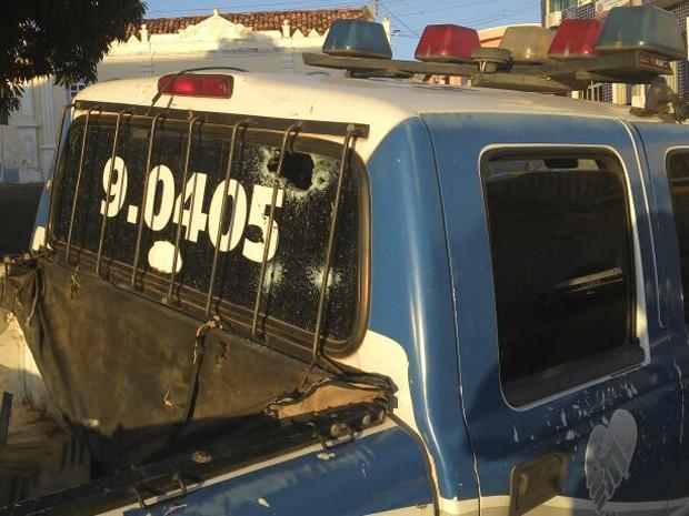 Viatura atingida (Foto: Alécio Brandão/ site Macaúbas On Off)