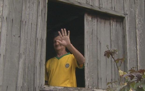 Moradores falam sobre a infraestrutura do bairro (Foto: Amazonas TV)