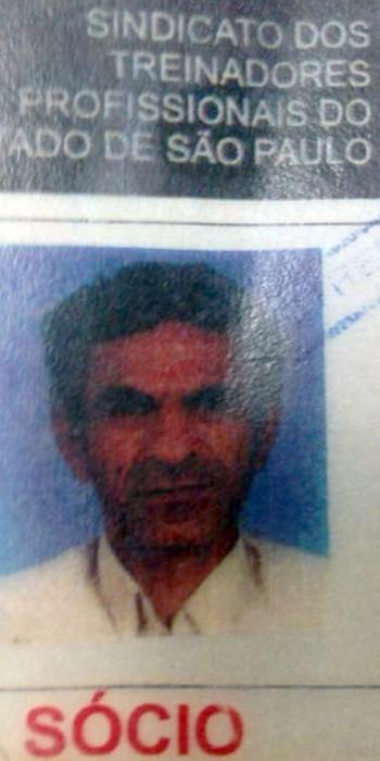 Carteira do técnico Valdomiro na federação de São Paulo (Foto: Clicia Oliveira)