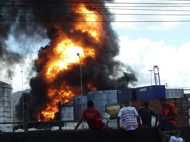 Incêndio atingiu área industrial de Santos por nove dias (Foto: Roberto Strauss/G1)