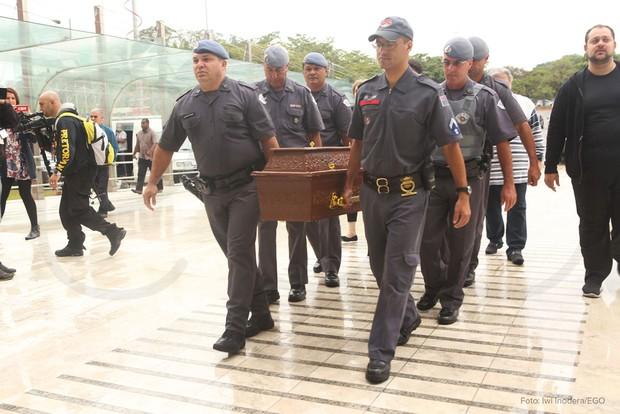 Corpo de Cauby Peixoto (Foto: Iwi Onodera/EGO)