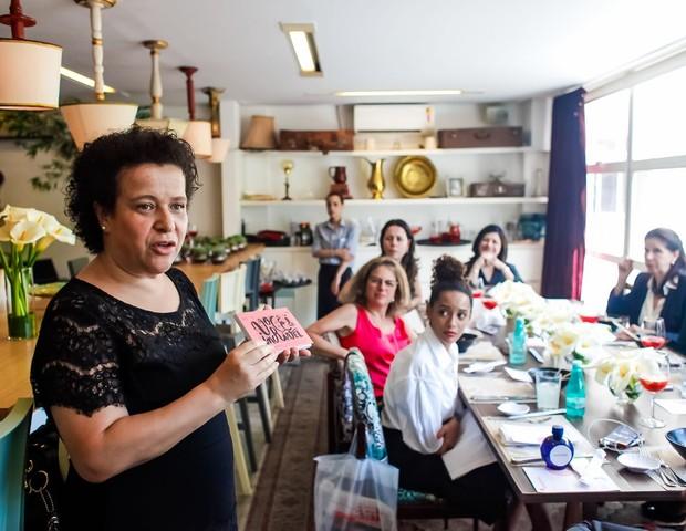 Ana Fontes, criadora da Rede Mulher Empreendedora, apresenta a instituição às convidadas do Mulheres do Sim (Foto:    Charles Naseh)
