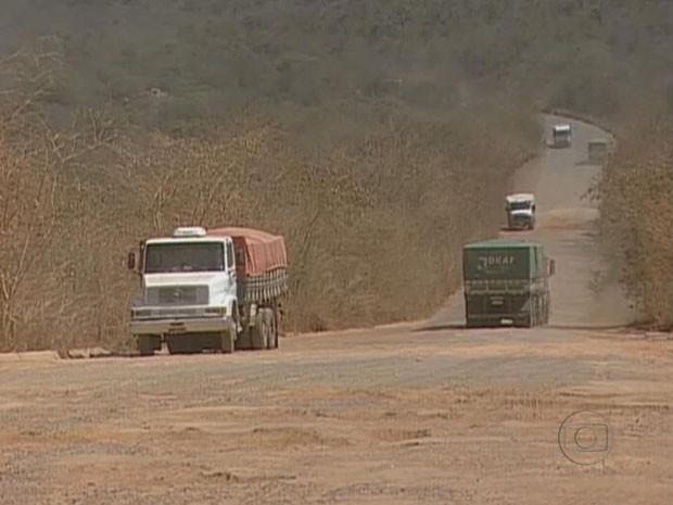 Na Bahia, a BR-242 escoa a produção de soja do estado (Foto: Reprodução/TV Globo)