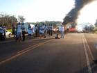 Protesto de produtores rurais fecha trecho da BR-367, no sul da Bahia