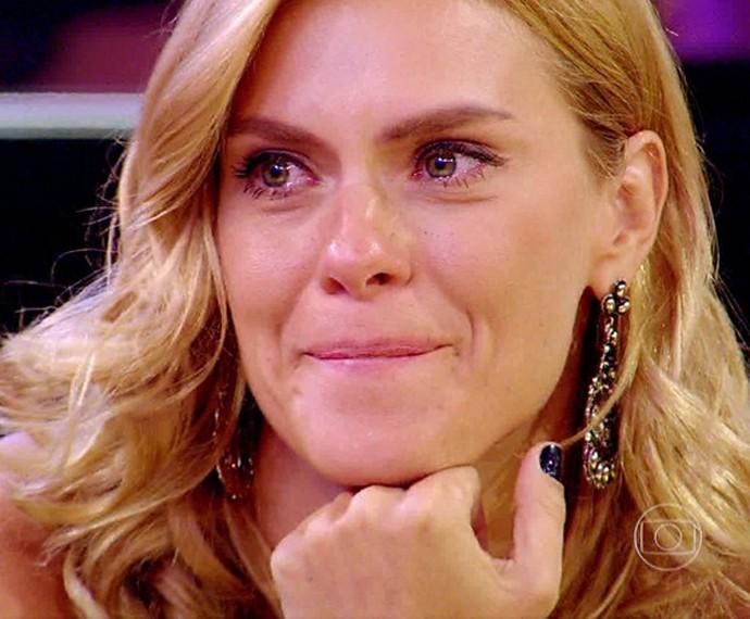 Carolina Dieckmann não conteve as lágrimas ao ouvir história de superação no 'Esquenta!' (Foto: TV Globo)