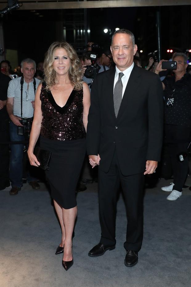 Nova York_Spring 2017 - Tom Ford - Rita Wilson e Tom Hanks (Foto: AFP)