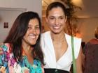 Camila Pitanga e Regina Casé vão a estreia de peça no Rio