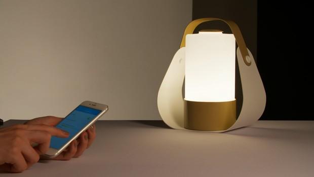 Luminária Cicluz pode ser ajustada via app para celular ou tablet (Foto: Divulgação)