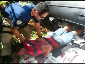 Motorista se acidentou ao tentar fugir da polícia (Foto: PRF/ Digulgação)
