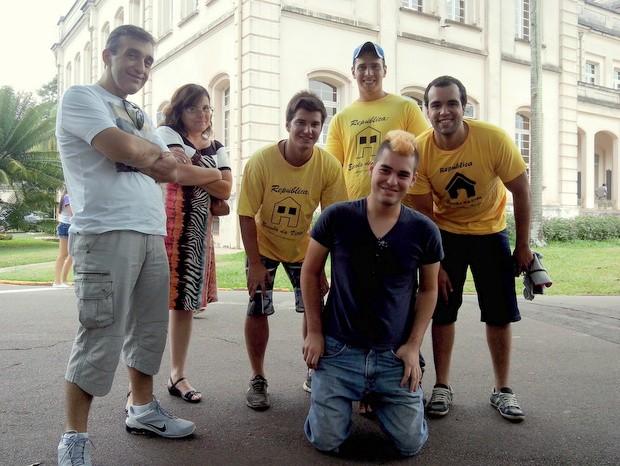 Luan Leme Pinheiro foi recebido por veteranos para matrícula na USP em Piracicaba (Foto: Leon Botão/G1)