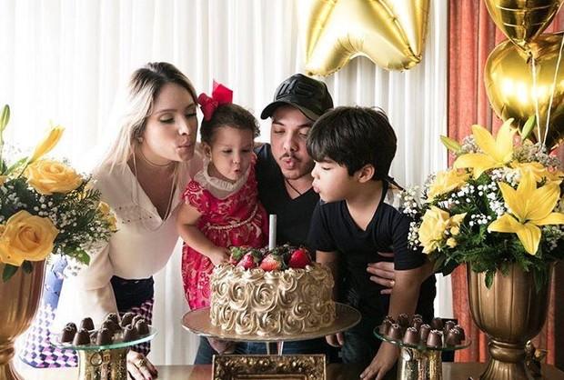 Wesley Safadão, com Thyane Dantas e os filhos (Foto: Reprodução/Instagram)