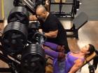 Gracyanne impressiona ao malhar com 400kg em exercício para perna