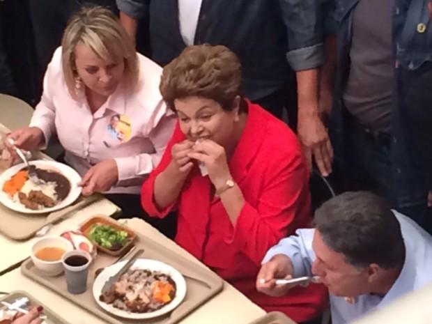 Dilma almoçou com o candidato Garotinho em restaurante comunitário no Rio (Foto: Janaína Carvalho/ G1 RJ)