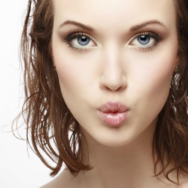 Conheça o truque inusitado das francesas para lábios perfeitos e naturais