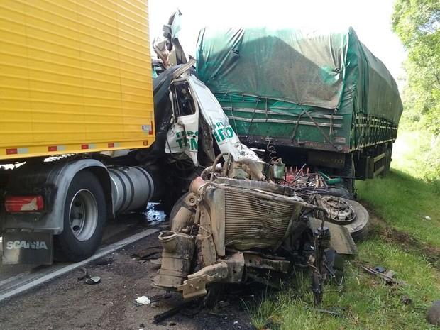 Acidente ocorreu na BR-116, em Pelotas (RS) (Foto: Ecosul/Divulgação)
