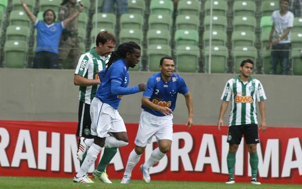 Tinga gol Cruzeiro x Coritiba (Foto: Paulo Fonseca / Futura Press)