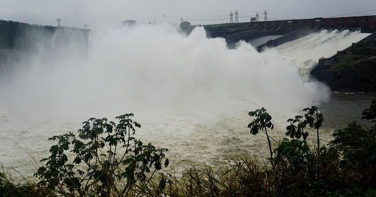 Depois de um ano, Usina de Itaipu abre vertedouro por excesso de água