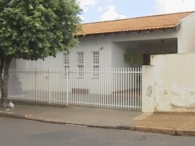 Bendine morou nesta casa no centro de Paraguaçu até o fim dos anos 1980  (Foto: Reprodução / TV TEM)