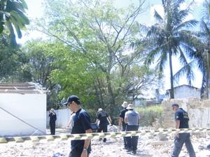 Polícia Federal realiza perícia  (Foto: Divulgação)