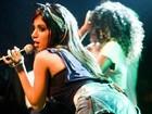 Anitta faz show em bairro humilde em que cresceu: 'Fiquei sem palavras'