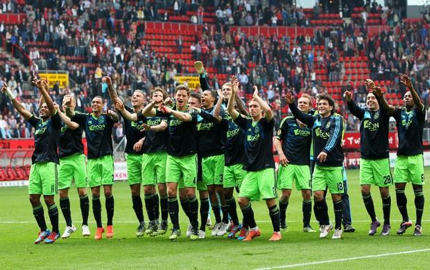 Ajax comemora vitória contra o Twente (Foto: Getty Images)