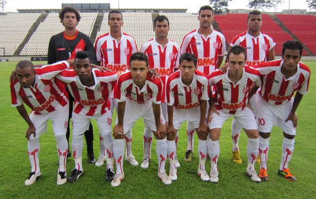 Jogadores do Villa Nova posam para foto (Foto: Wagner Augusto / A.I. do Villa Nova)